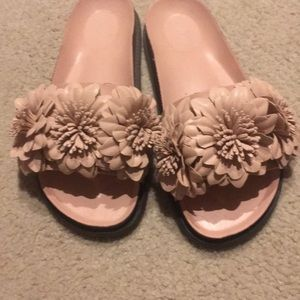 Zara blush flower slides